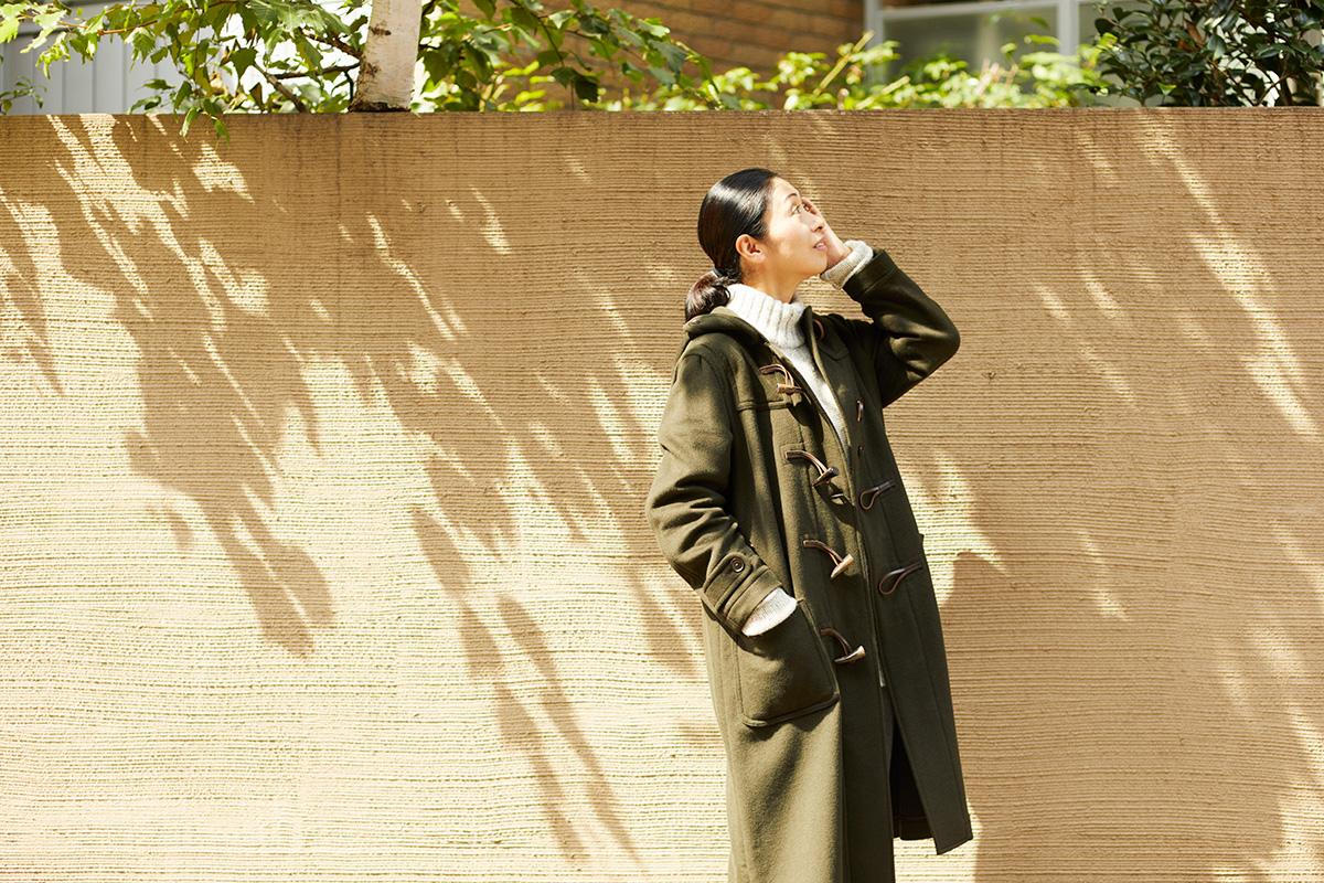 どんな年代の女性も自分らしく装える。板倉直子さんによる「マカラスター」ニットのコーディネート