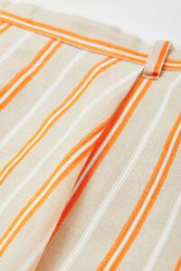 肌触りの良いコットンをベースに、レーヨンとシルクの混紡糸をブレンドしてツイル織りに