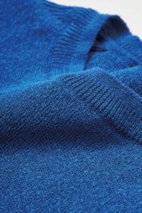植物由来の素材である和紙とポリエステルの混紡糸を、14ゲージのスムースに編み立てました。
