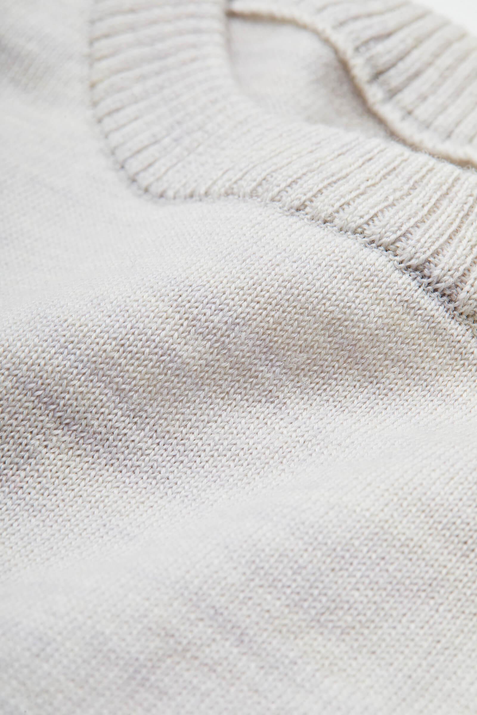 ウール100%糸を、12ゲージの天竺編みにした生地を使用